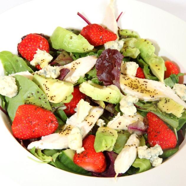 Σαλάτα με αβοκάντο και φράουλες